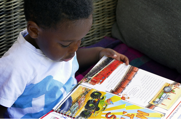 英語絵本を読むことは、年齢を問わない学習方法?